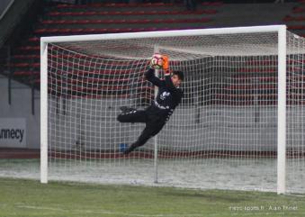 Douche froide au Stade des Alpes