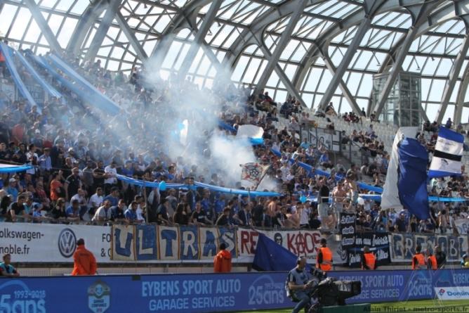 Bientôt le retour des fumigènes dans les stades ?