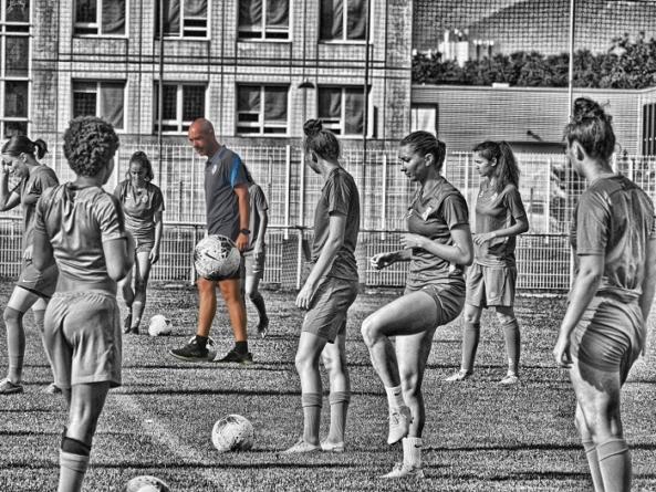 Nicolas Delépine (GF38 Féminines) : «on veut que les filles soient partie intégrante du projet»
