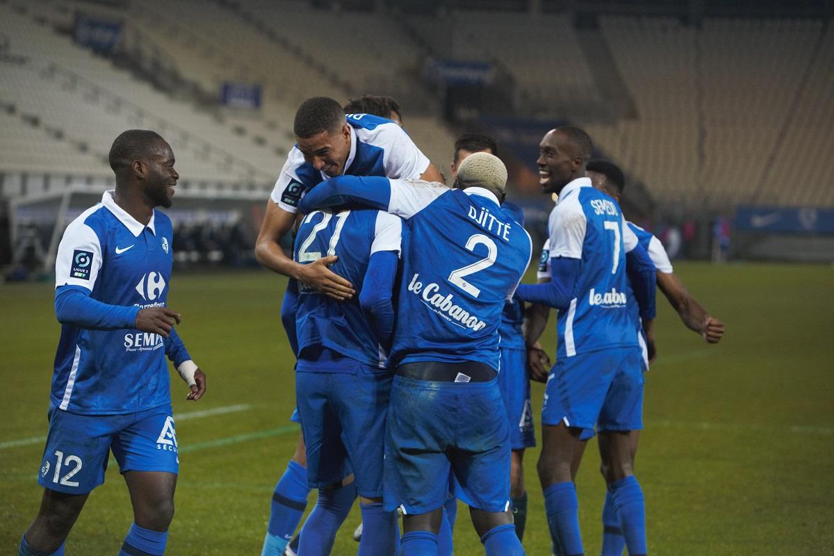 La joie des footballeurs du GF38 après un but