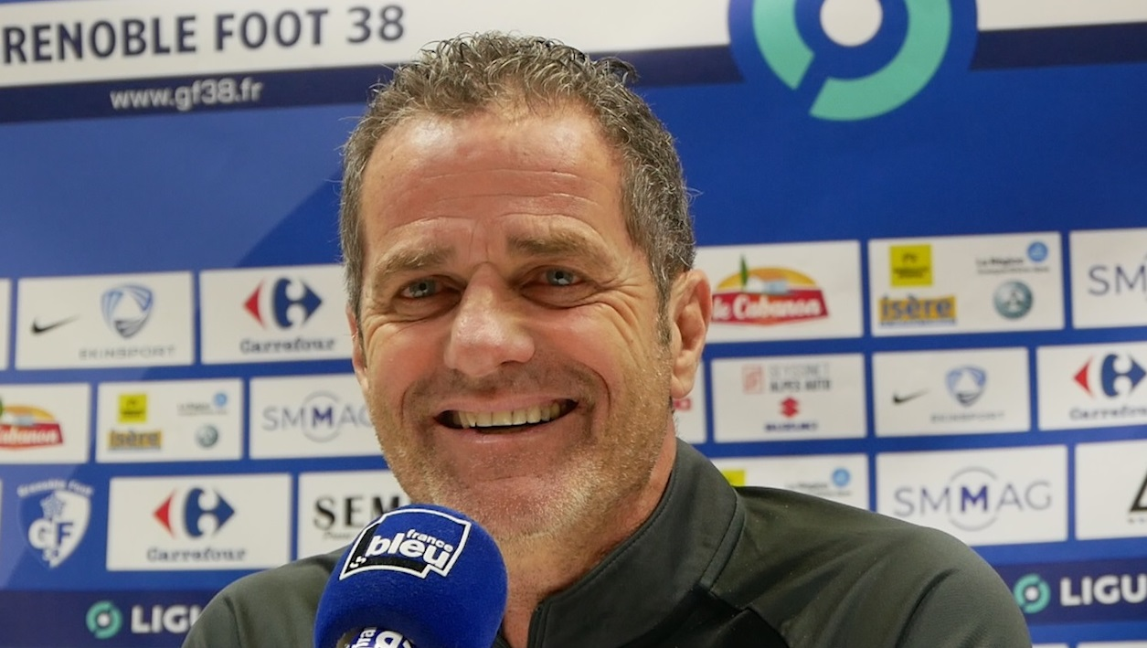 Philippe Hinschberger tout sourire avant le match du GF38