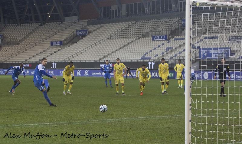 Jessy Benet tire un penalty pour le GF